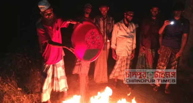 angry-farmers-in-faridganj