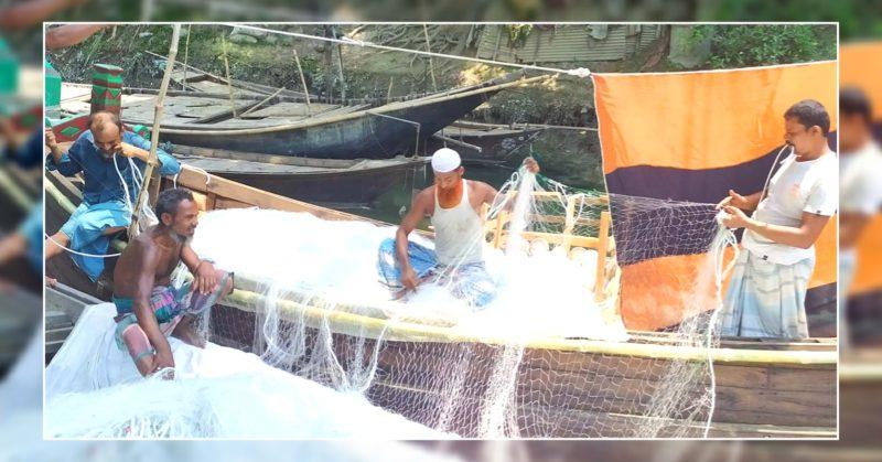 চাঁদপুর হরিনা নৌ পুলিশের অভিযানে ১০ লক্ষ মিটার কারেন্ট জাল, নৌকা সহ আটক ২০